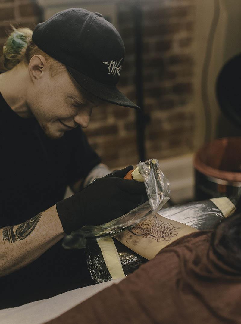 ryan-leatherfvce-tattoo-artist-bend